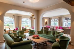 A seating area at Romantik SPA Hotel Seefischer