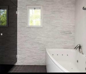 A bathroom at Villainkoo