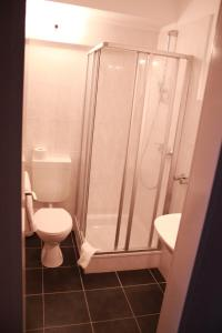 A bathroom at Hotel am Schloss Broich