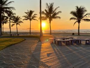 O pôr ou nascer do sol visto da pousada campestre ou dos arredores