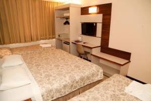 A bed or beds in a room at San Rafael Comfort Class Hotel