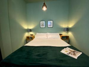 A bed or beds in a room at HoGraFic hotel boutique