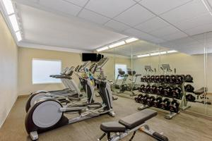 The fitness center and/or fitness facilities at La Quinta Inn & Suites by Wyndham Panama City