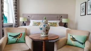 A bed or beds in a room at Queens Hotel Cheltenham - Mgallery