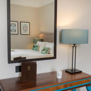 A television and/or entertainment center at Queens Hotel Cheltenham - Mgallery