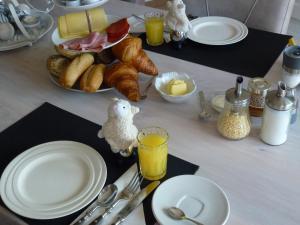 Options de petit-déjeuner proposées aux clients de l'établissement Ludana
