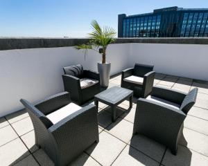 A balcony or terrace at The Queens Hotel