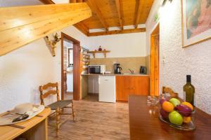 Кухня или мини-кухня в Elefteria Maisonettes