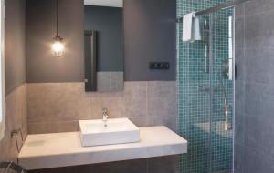 Ett badrum på Apartamentos NONO by Charming Stay