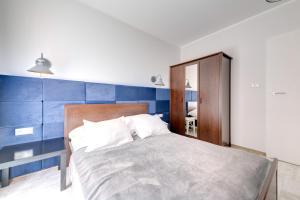 Łóżko lub łóżka w pokoju w obiekcie 3 City Apartments - Admiralski