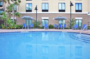 The swimming pool at or close to Holiday Inn Express-International Drive, an IHG Hotel