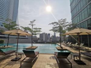 Der Swimmingpool an oder in der Nähe von Sivatel Bangkok