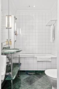 Ett badrum på Elite Hotel Knaust