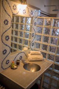 A bathroom at Les 3 Métis