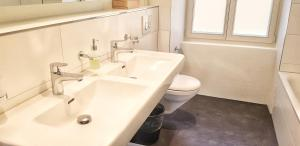 A bathroom at Easy-Living Apartments Lindenstrasse 21