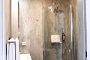 A bathroom at Vík Cottages