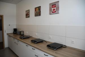A kitchen or kitchenette at Zimmervermietung Ludwigsburg
