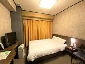 A bed or beds in a room at Dormy Inn Premium Kyoto Ekimae Natural Hot Spring