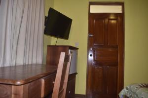 Телевизор и/или развлекательный центр в Hotel Santa Ana Liberia Airport