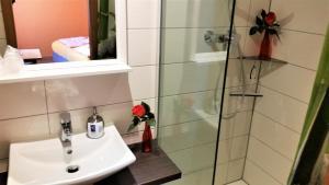Ванная комната в Hotel-Pension Grüne Linde