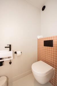 A bathroom at Poort Beach Boutique Apartments