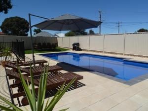 The swimming pool at or near Ploughmans Motor Inn