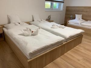 Posteľ alebo postele v izbe v ubytovaní Penzion Moto