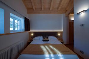 A bed or beds in a room at Hotel La Meridiana