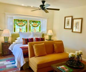 A seating area at Casa Culinaria - The Gourmet Inn