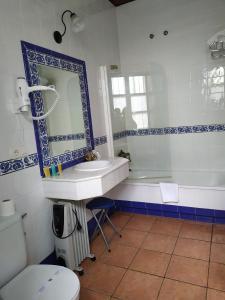 Un baño de Hospedium Hotel Rural Soterraña