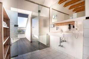 Ein Badezimmer in der Unterkunft BinderS Budget City-Mountain Hotel
