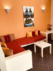 A seating area at Cala da Lua apartments