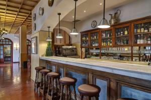 The lounge or bar area at Parador de Calahorra