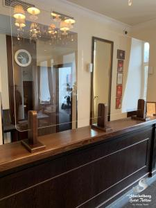 Majoituspaikan The von Stackelberg Hotel Tallinn aula tai vastaanotto