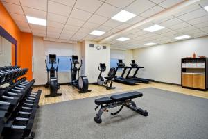 The fitness centre and/or fitness facilities at Hampton Inn NY-JFK