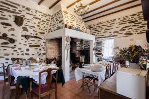Um restaurante ou outro lugar para comer em Quinta de Marrocos