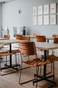 Restaurant ou autre lieu de restauration dans l'établissement Outsite Coliving Biarritz