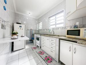 A cozinha ou cozinha compacta de Apartamento na Martim de Sa - Caragua