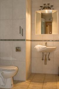 Salle de bains dans l'établissement Hôtel de charme la Poste