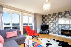 A seating area at Belfast Penthouse & Apartments by Ultra Urban
