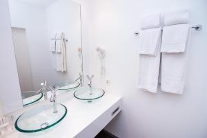 A bathroom at Hotel Saint Sauveur by WP Hotels