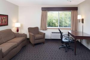 A seating area at AmericInn by Wyndham Valley City Conference Center