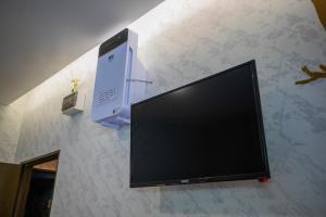 A television and/or entertainment center at Lazy Cat Home At Gaya Street