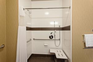 A bathroom at Hampton Inn Seattle/Everett Downtown