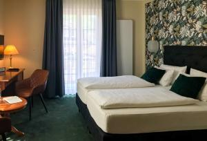A bed or beds in a room at Hotel Germania
