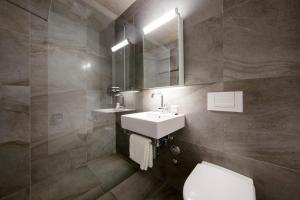 A bathroom at Nest Temporary AG - Apartments an der Kanzleistrasse