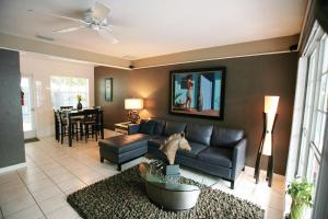 A seating area at Coral Reef Guesthouse