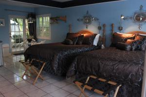 A bed or beds in a room at Coral Reef Guesthouse