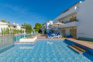 The swimming pool at or near Venecia Apartments
