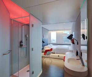 A bathroom at citizenM Paris Gare de Lyon
